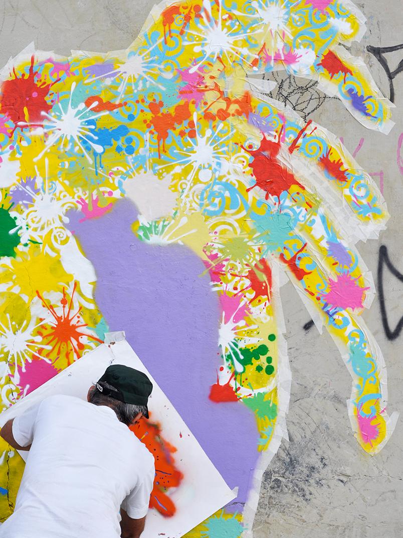 São Paulo foi tomada por uma exposição de grafite com mais de 90 pinturas na praça Roosevelt.