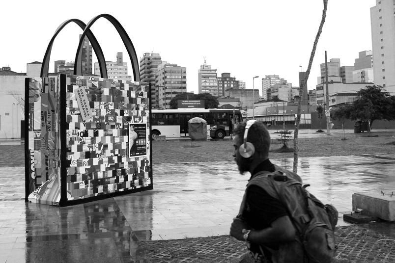 Sacolas gigantes ocuparam SP com o objetivo de reduzir o uso de sacolas plásticas no Estado.