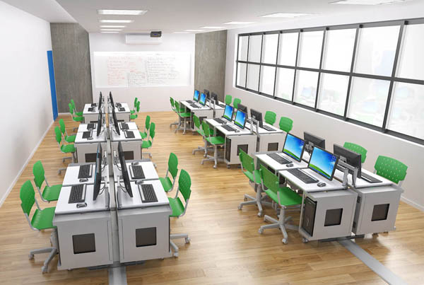 sala com diversas mesas individuais para computador