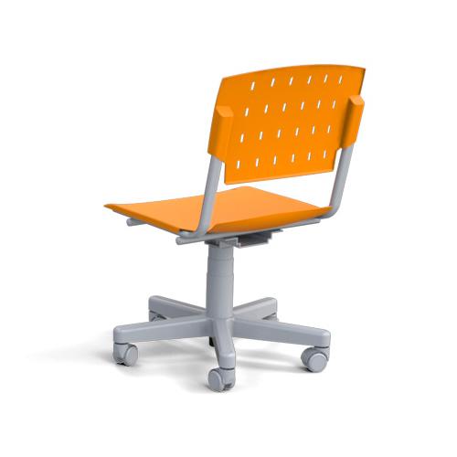 cadeira sg giratória com estrutura cinza e assento laranja vista traseira