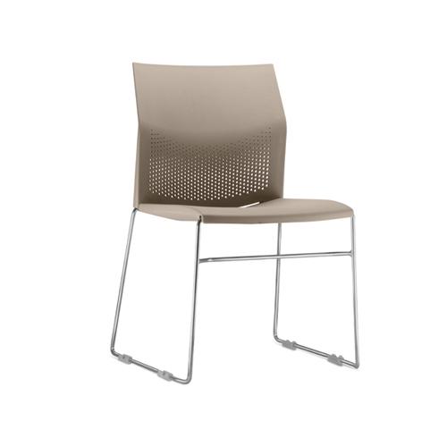 cadeira cn fixa com estrutura cromada e assento areia