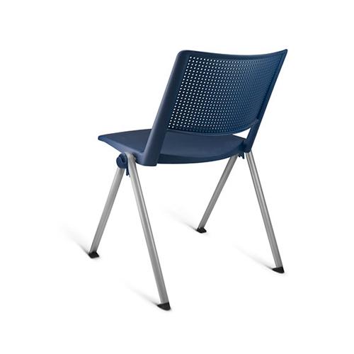 cadeira fv fixa com estrutura cinza e assento azul vista traseira