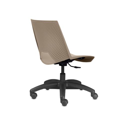 cadeira st giratória com estrutura preta e assento marrom vista traseira
