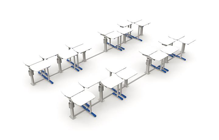 Formação em grupo de 6 alunos em sala com 24 mesas.