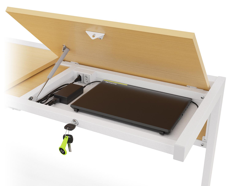 Detalhe do tampo aberto revelando compartimento com notebook, carregador e tomada.