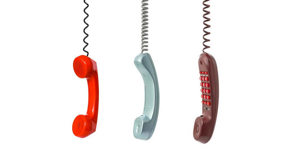 imagem de três telefones de cabeça para baixo