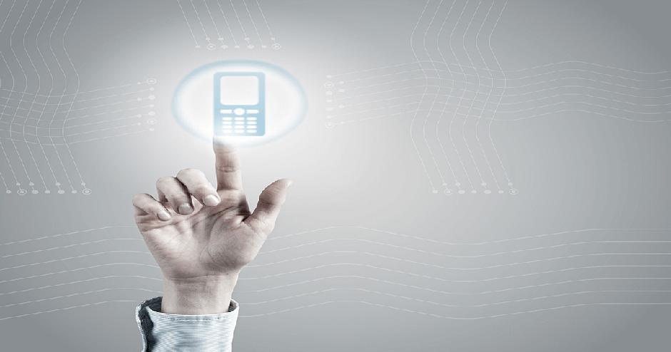imagem de uma mão clicando em um telefone virtual