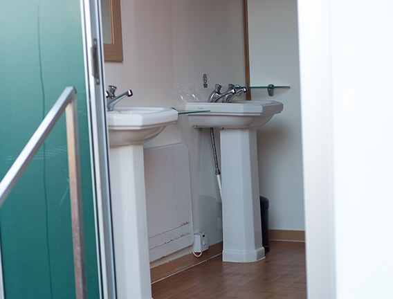 Loo block with hand basins and hot water for hire