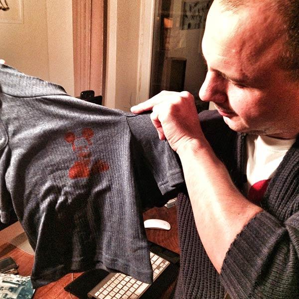 Yeğenime Mickey suratlı tişört yaptım