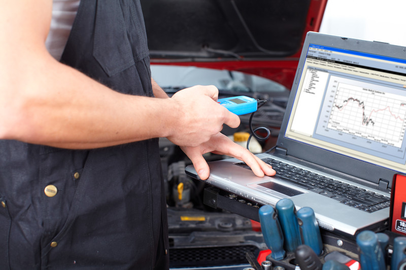 performing diagnostics for vehicle problem in alonso auto repair