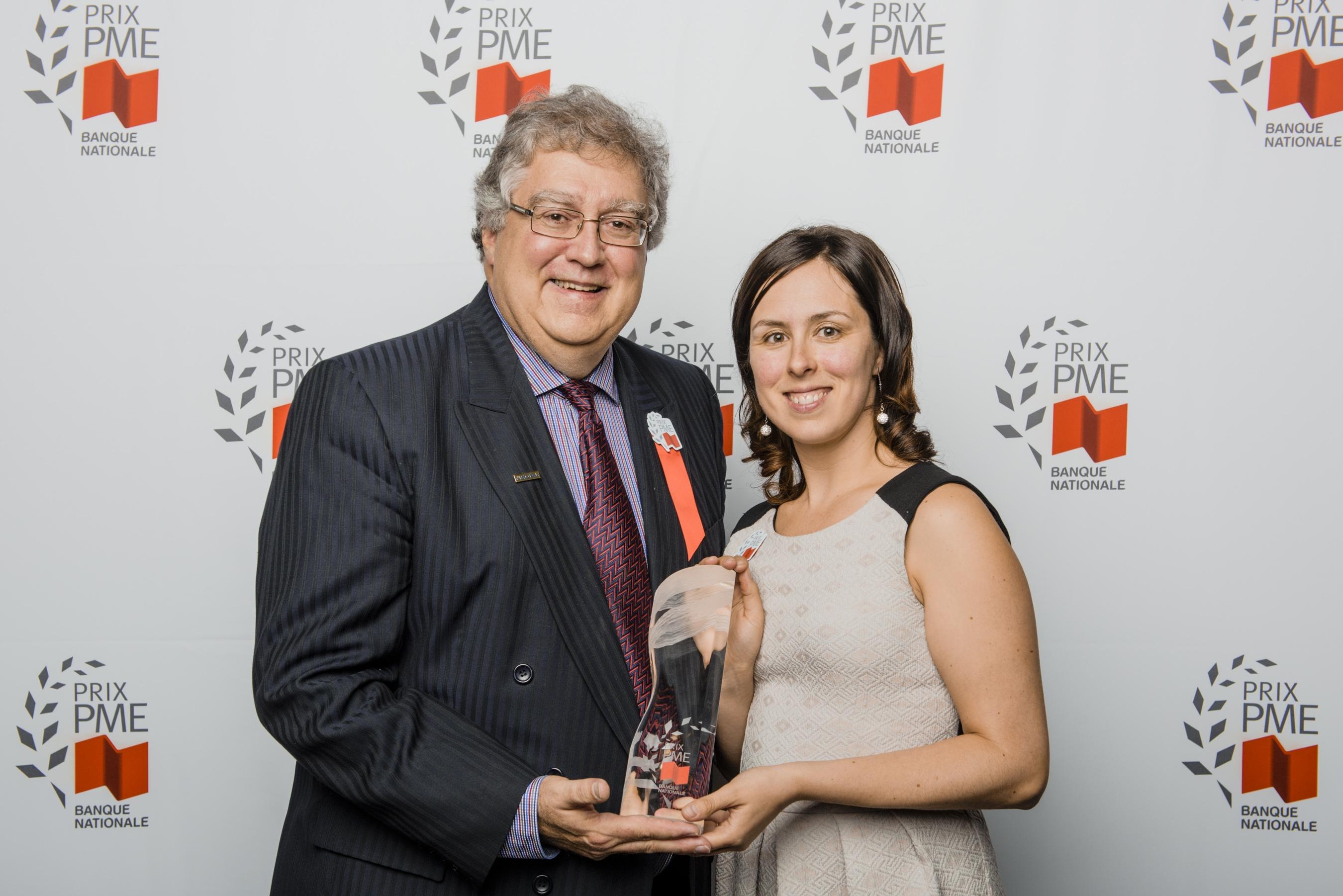 Marcel Curodeau and Émilie Savard holding the award