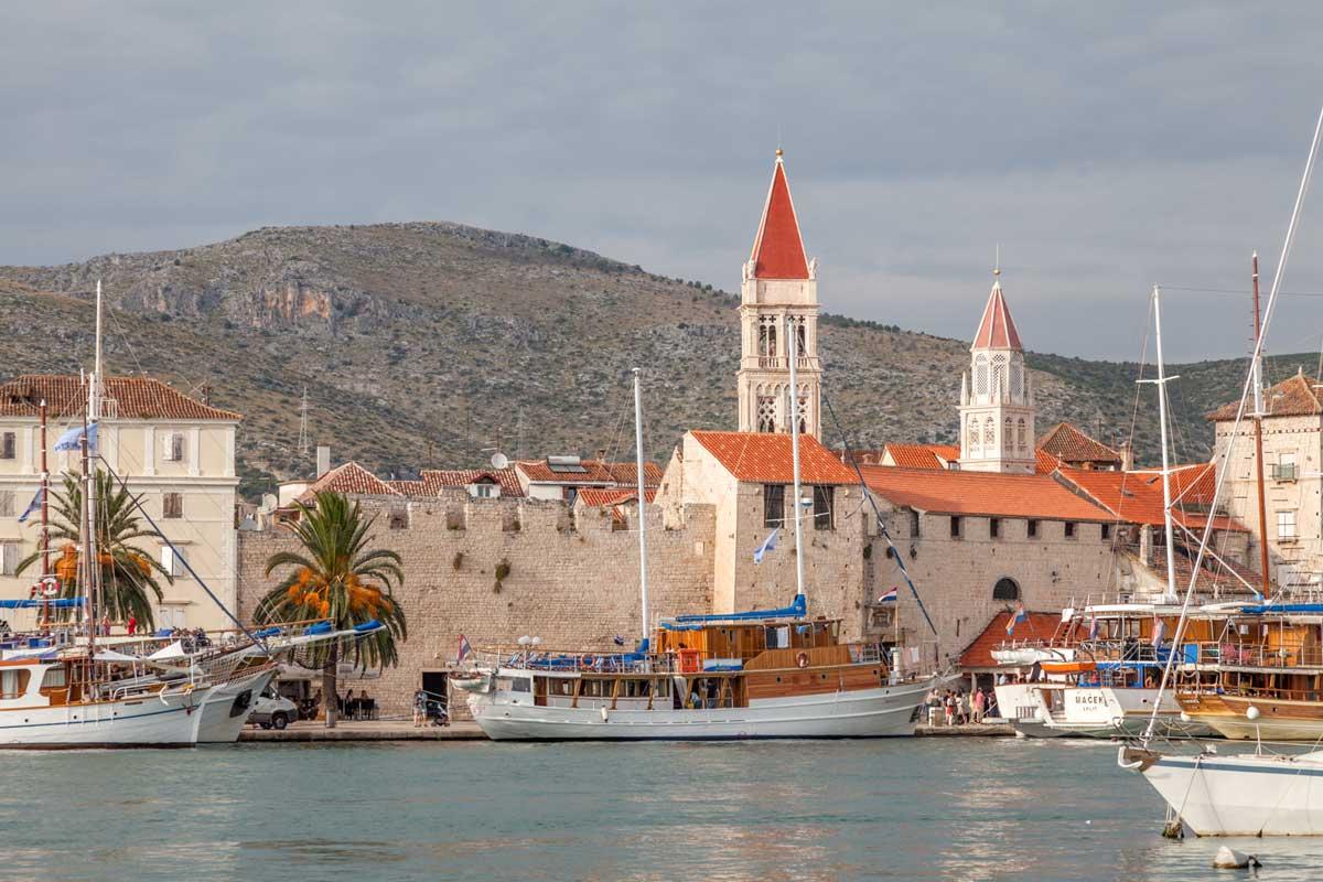 Foto von Trogier, Ansicht vom Hafen
