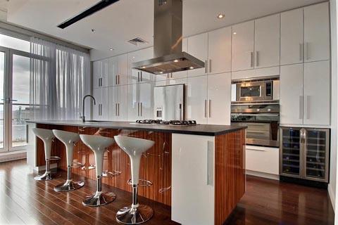 Vaste choix d'armoires, de comptoirs et d'accessoires pour la cuisine