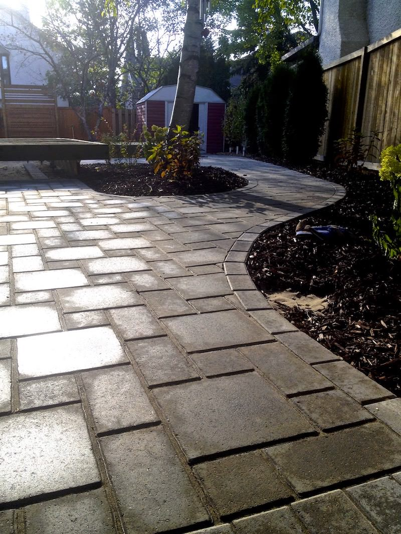 Custom verano paving stone sidewalk in Winnipeg landscaping