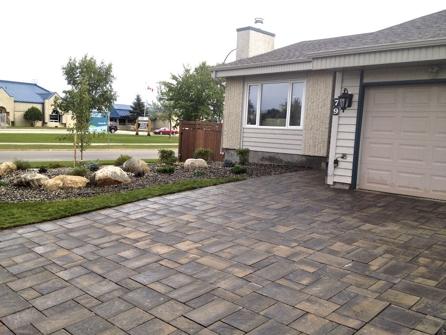 Navaro paving stone driveway and landscaping yard winnipeg