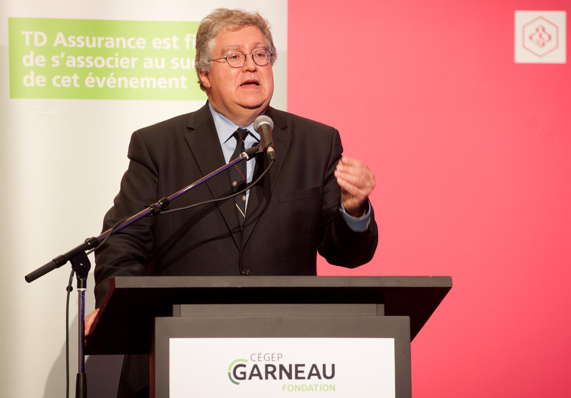 M. Marcel Curodeau prend la parole lors de la soirée