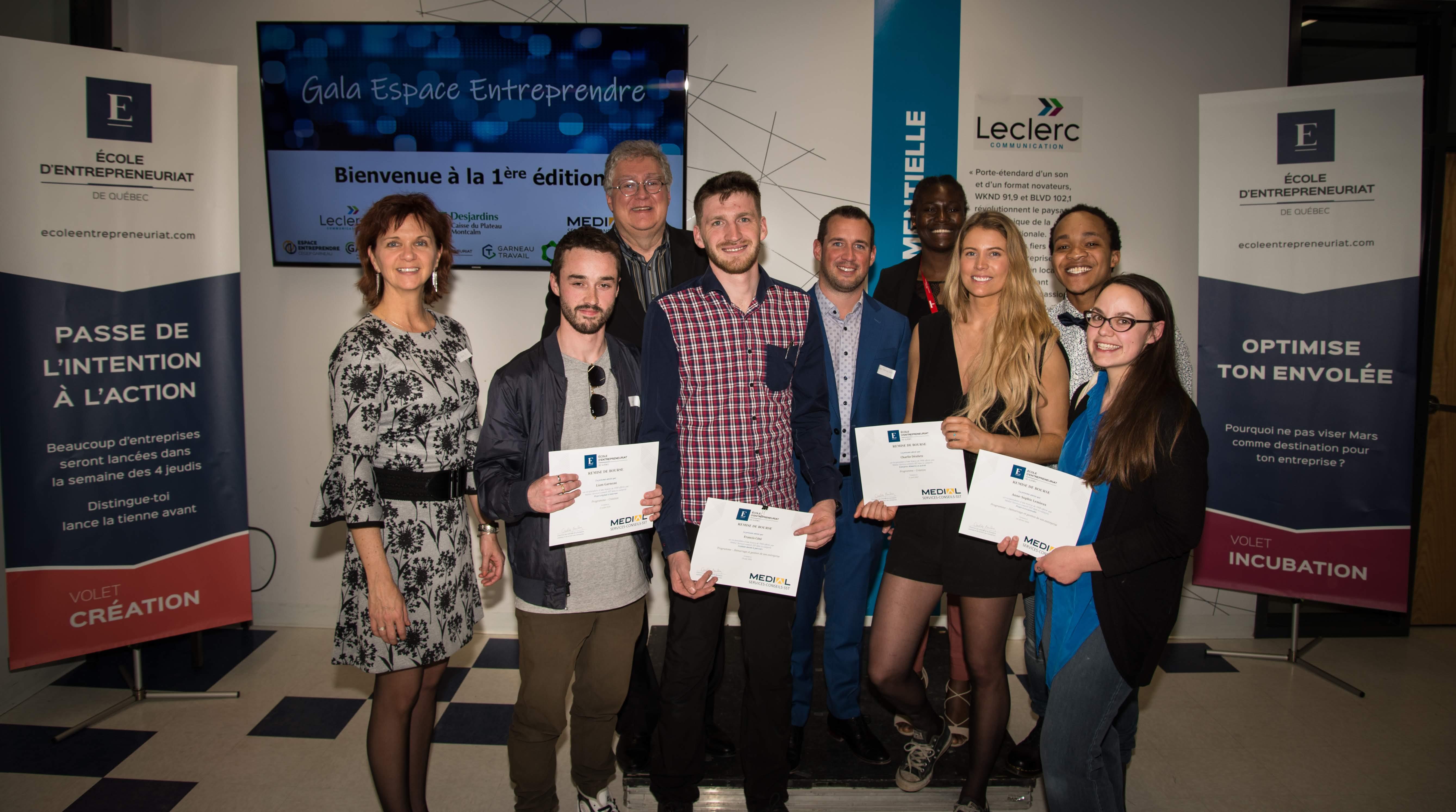 Groupe de lauréats avec M. Marcel Curodeau