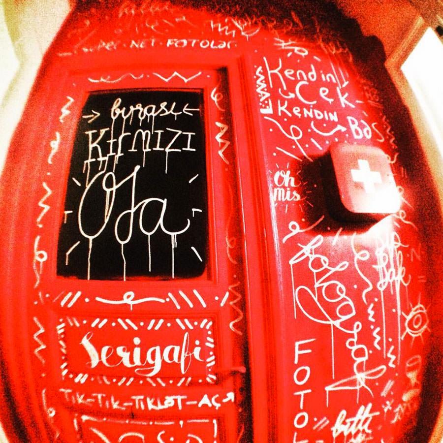 Kırmızı Oda Boyaması