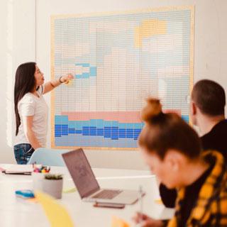 Alışılmışın dışında Excel kullanımı ve ahşap bloklarla ekipçe sanat üretimi