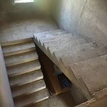 Прямая П-образная бетонная лестница