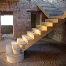 Т-образная монолитная лестница