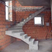 Бетонная лестница в поселке Марсель