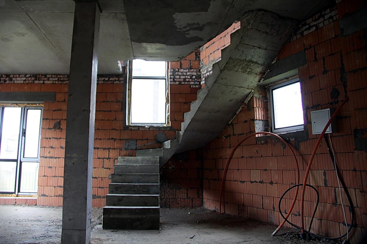 П-образная бетонная лестница