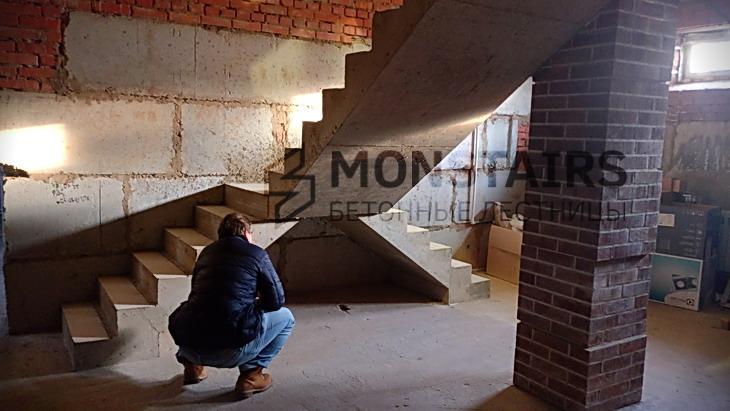 Т-образная монолитная лестница в частном доме