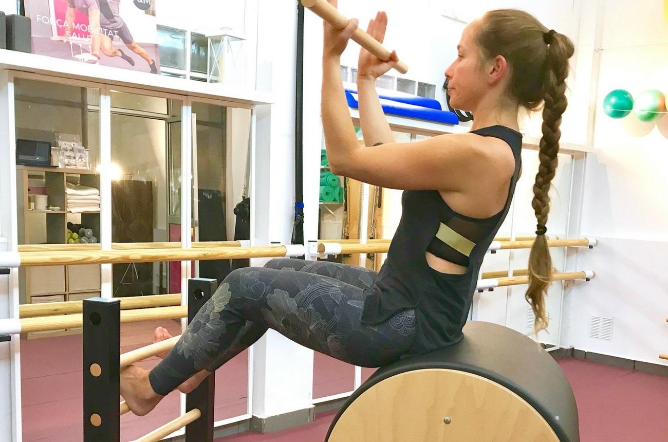 Alargar la columna reformer y máquinas Fisio & Moviment Pilates Barcelona