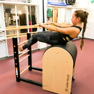 Pilates en la recuperación de lesiones y dolor de espalda en Fisioterapia i moviment en Barcelona