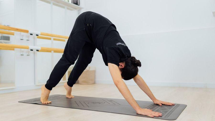 32 Yoga Esencial fuerza de piernas