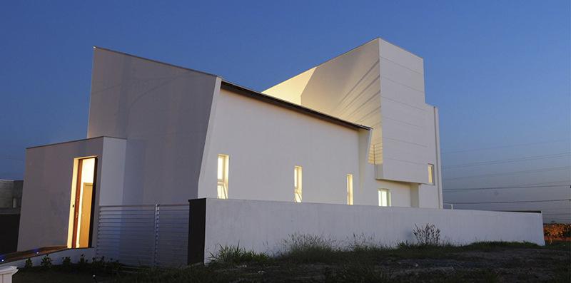 Casa iluminada no Condomínio Alphaville.