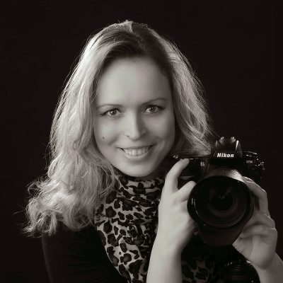 Sophie Preller vom FOTO-Atelier Wiesenberg mit Kamera