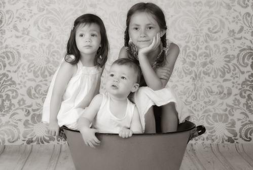 Kinder mit Baby kreativ fotografiert