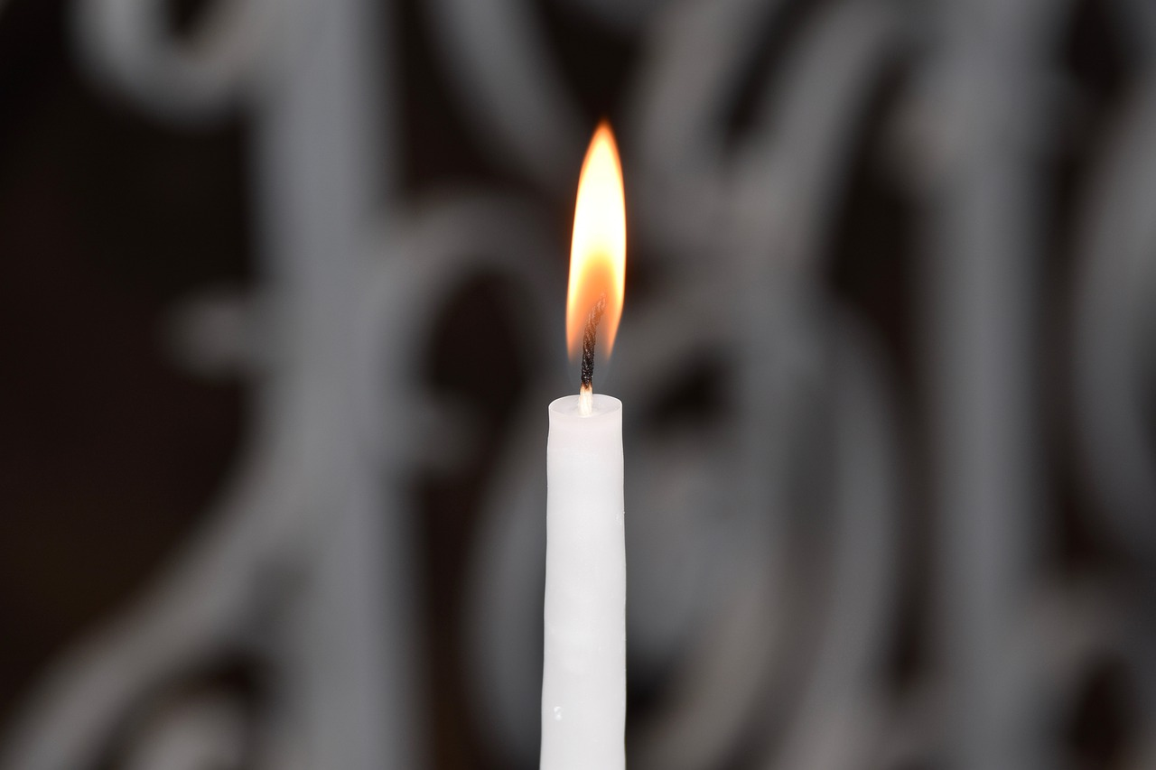 A white candle burning.