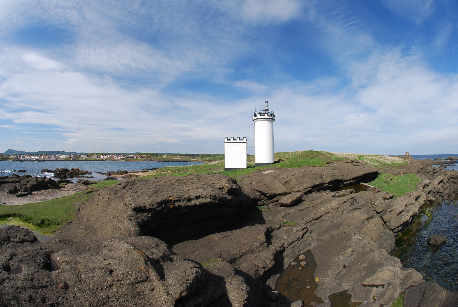 Visit the Ship Inn at Elie on your private guided tour of Scotland for a refreshing drink
