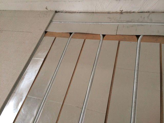 Chauffage remarquable du plancherr chauffant à Tours Nord par tôles aluminium recouvrant toute la surface