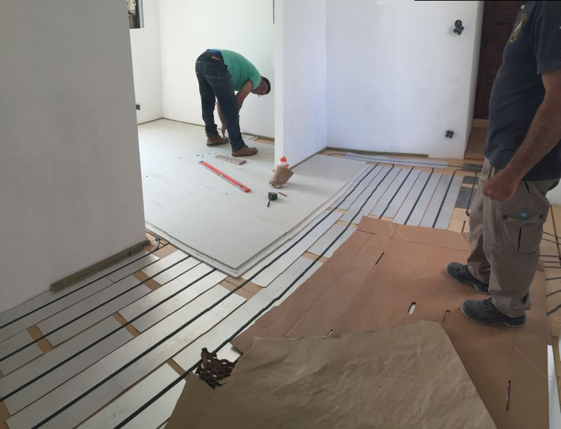 Pose de plancher chauffant par L'art d'éco bâtir à côté de Aubenas