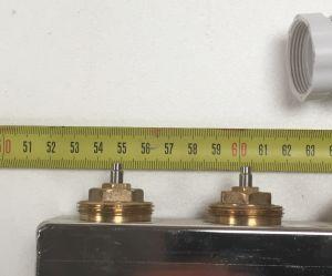 L'espacement est de 5,5cm entre 2 raccords de boucle.