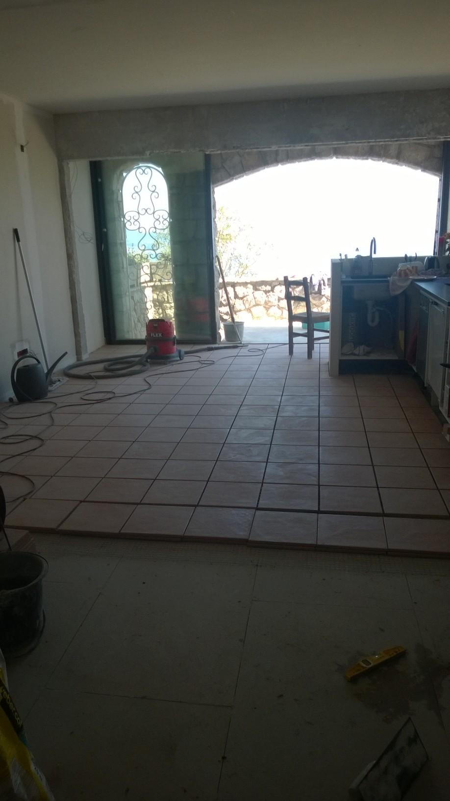 Pose carrelage après pose de fermacell sur le plancher chauffant rafraîchissant à 06320 La Turbie Nice