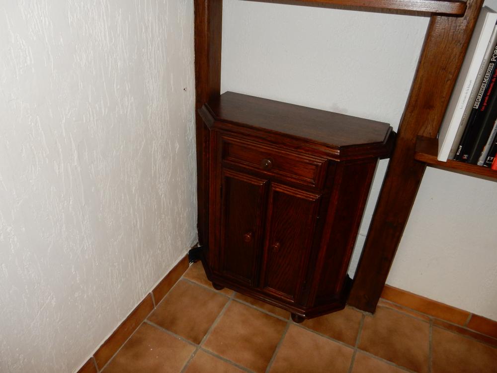 Station de mélange caché derrière un petit meuble