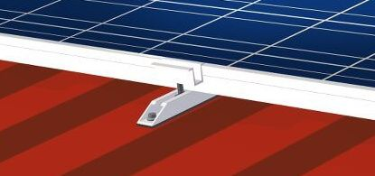 Pose de panneau solaire sur un toit bardage