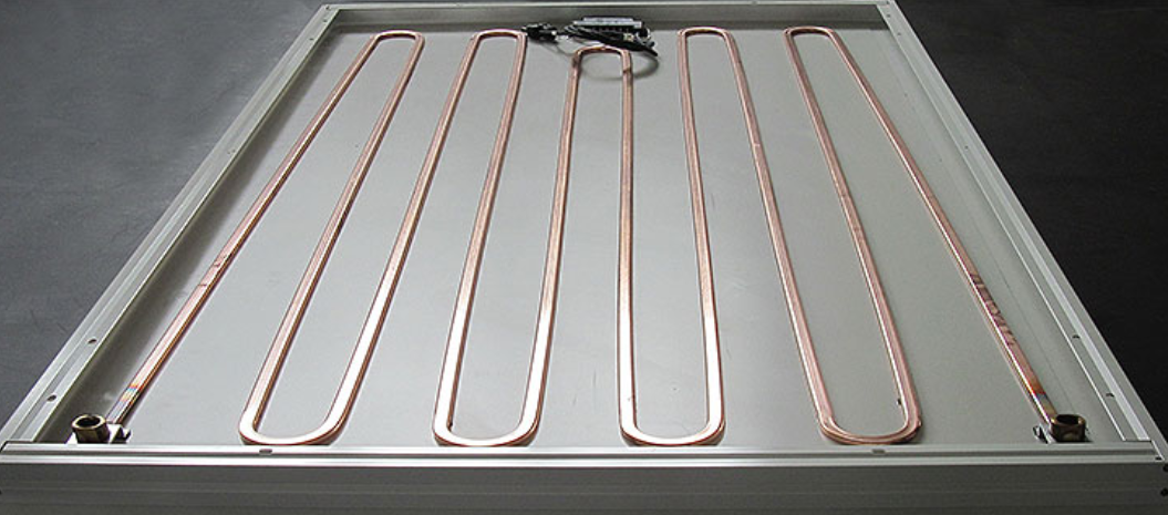 Vue d'ensemble de l'arrière du panneau solaire hybride