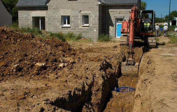 Tranchée pour installer les corbeilles géothermiques