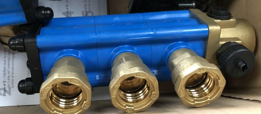 Raccords à compression pour collecteur de corbeille géothermique