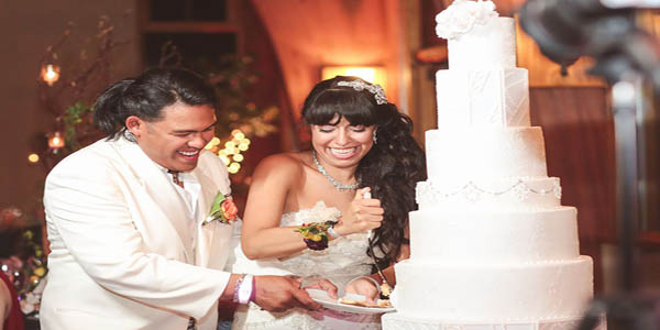 Whether You Are Just Looking At Wedding Cake Pictures Or Getting Ready To Schedule A Tasting No Doubt Ve Had Thoughts Of Choosing Mouth Watering
