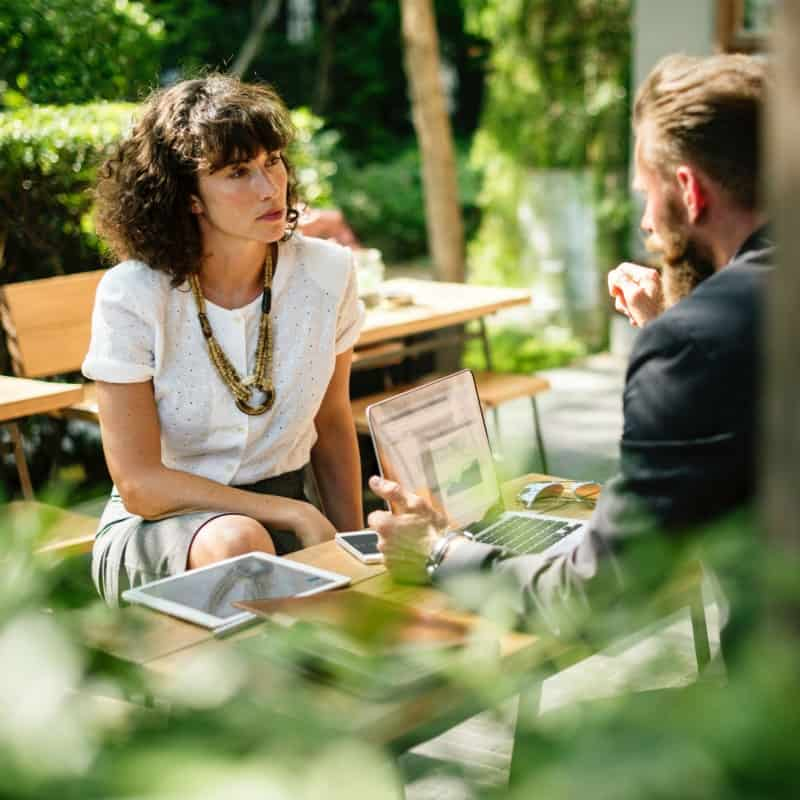 BC Talents - Article - When starting your business, make the most of the resources available to you in French. Photo by rawpixel on Unsplash. Two persons discussing business, probably in French.