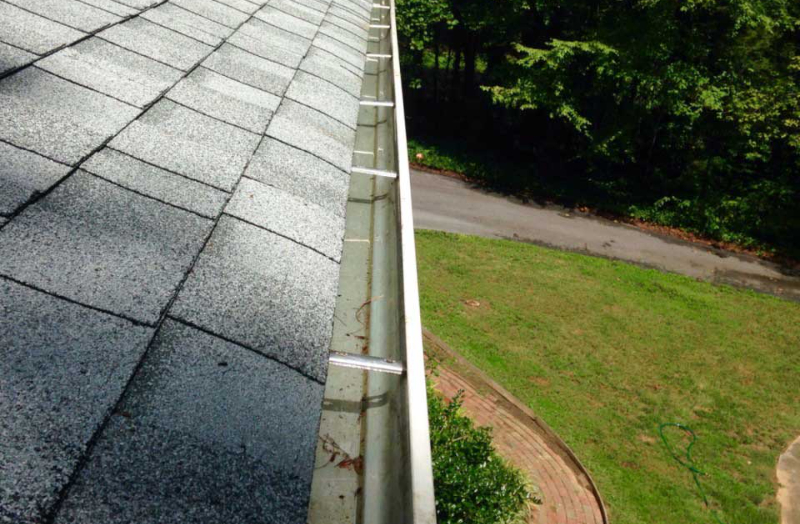 Gutter Cleaning in Hendersonville NC