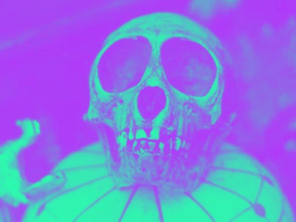 Totenkopf Folierungen und trendige Emo-Muster