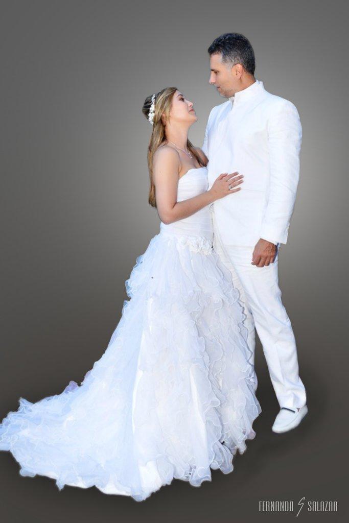 Marlon Moreno Traje Blanco Lino Boda Matrimonio Fernando Salazar Guayabera